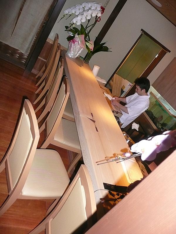 場所:京都祇園 京料理 素材:台桧材(無垢)