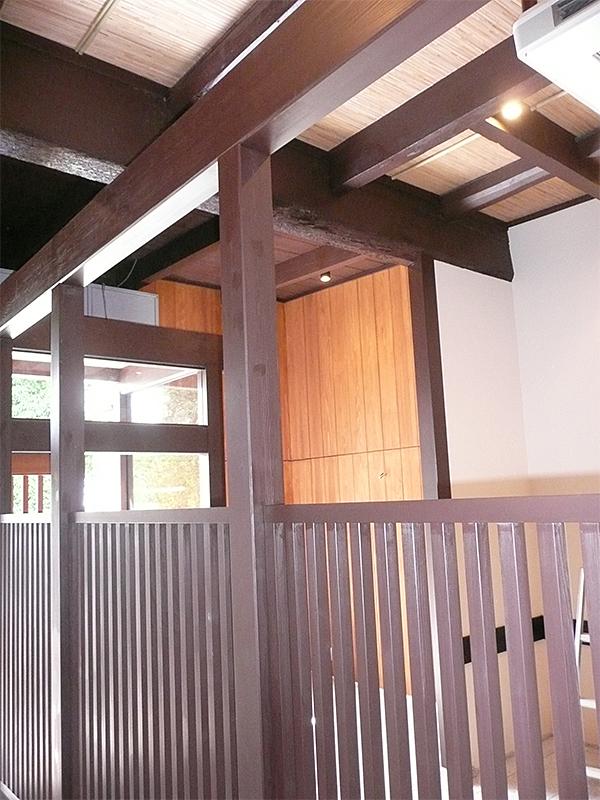 化粧梁 場所:和食 京都北野 素材:米松(無垢) 古色塗り