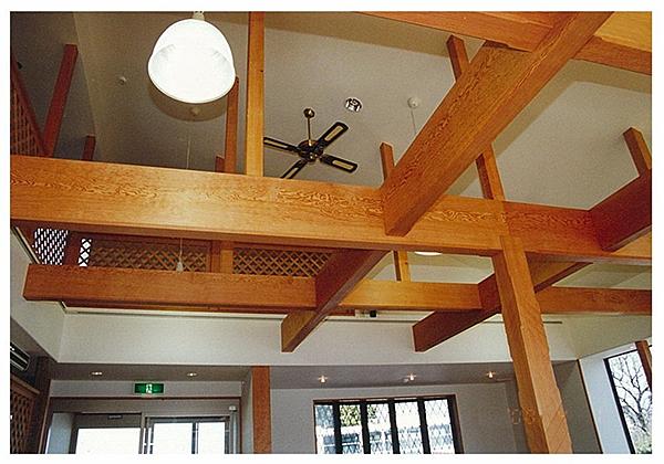 化粧梁 場所:レストラン 滋賀県日野 素材:米松(無垢)中杢 クリアー塗装